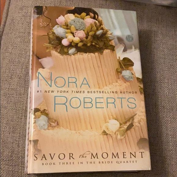 📚 Nora Roberts savor the moment LARGE PRINT
